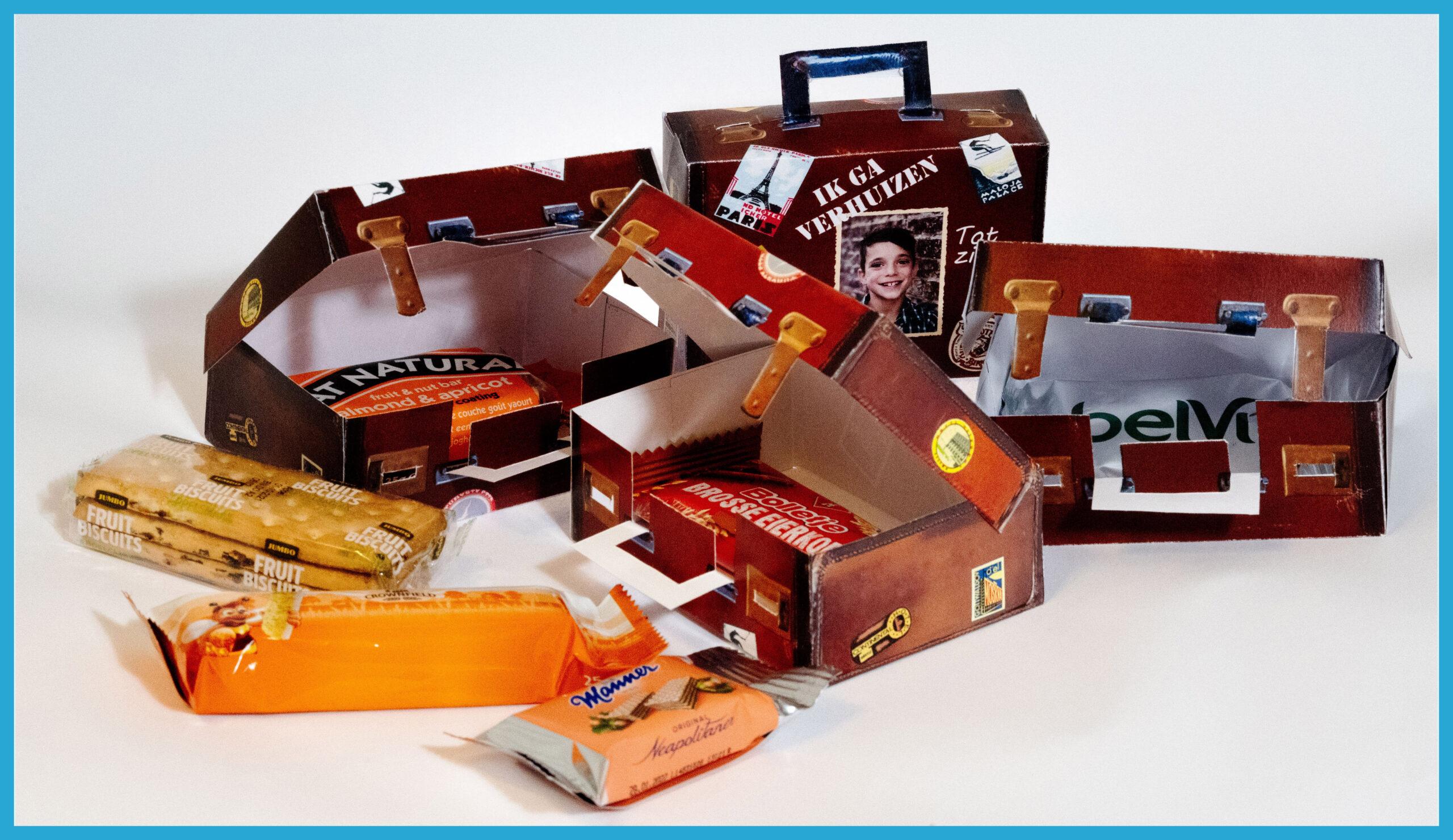 verhuistraktatie Vintage koffertje met stickers met voorverpakte traktatie